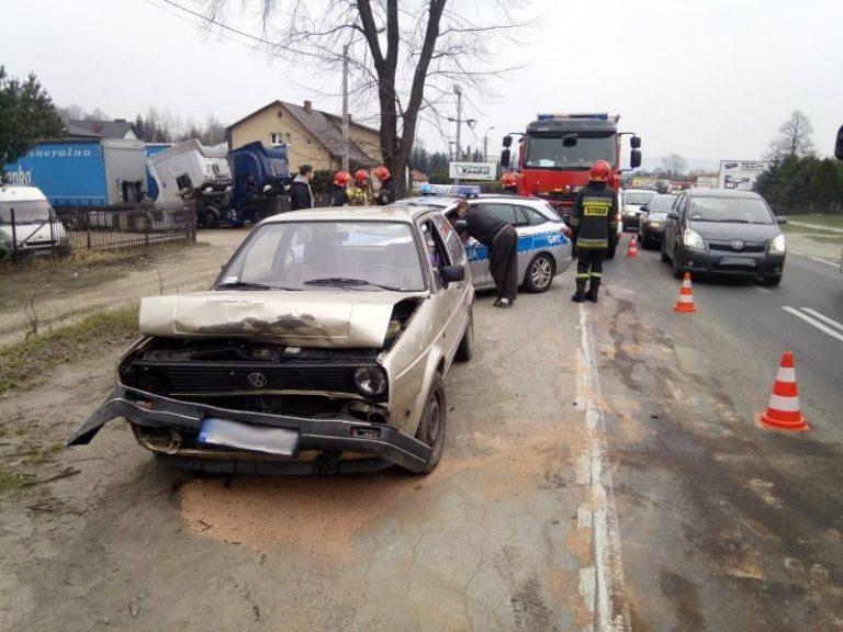 Kolizja dwóch osobówek na ulicy Lwowskiej