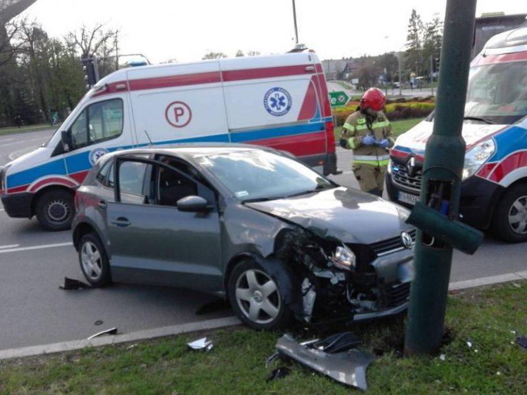 Kolejny wypadek na rondzie Solidarności. Jedna osoba w szpitalu