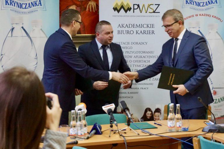 Uczelnia – biznes- samorząd. Sądecka PWSZ podpisała trójstronne porozumienie