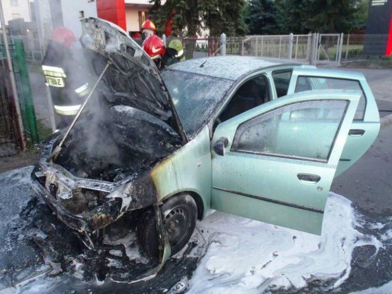 Nowy Sącz: na ulicy Węgierskiej płonął samochód