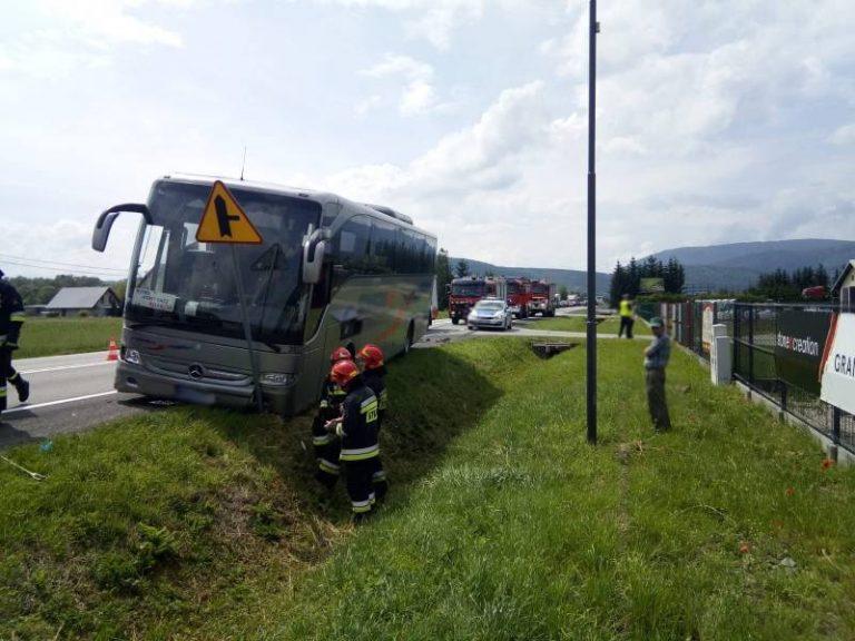 Łososina Dolna: wypadek z udziałem autobusu [ZDJĘCIA]