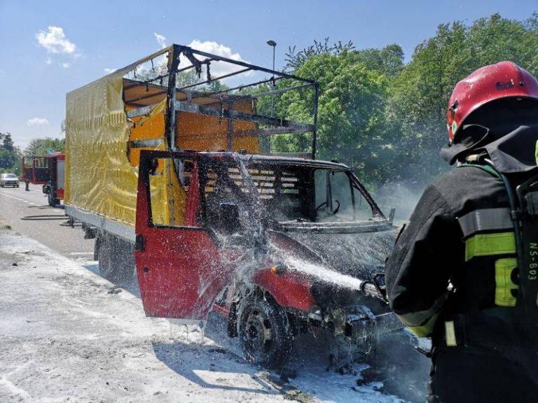 Nowy Sącz: Samochód dostawczy płonął jak pochodnia