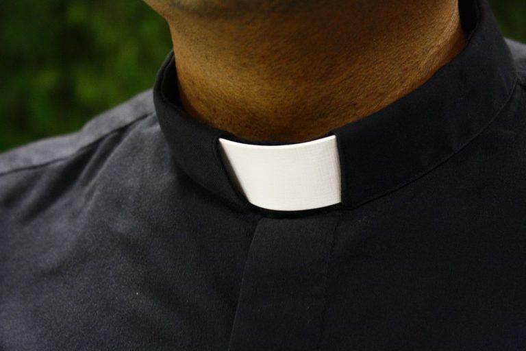 Ksiądz zatrzymany za seksualne wykorzystywanie dzieci. Był proboszczem m.in. w sądeckich i gorlickich parafiach