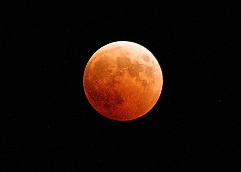 Dziś astronomiczna niezwykłość: czerwony Księżyc!