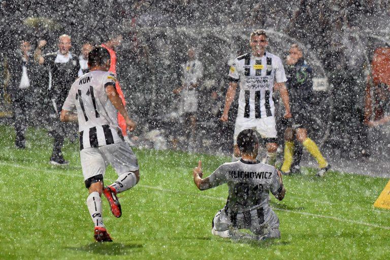 Zwycięstwo Sandecji w strugach deszczu