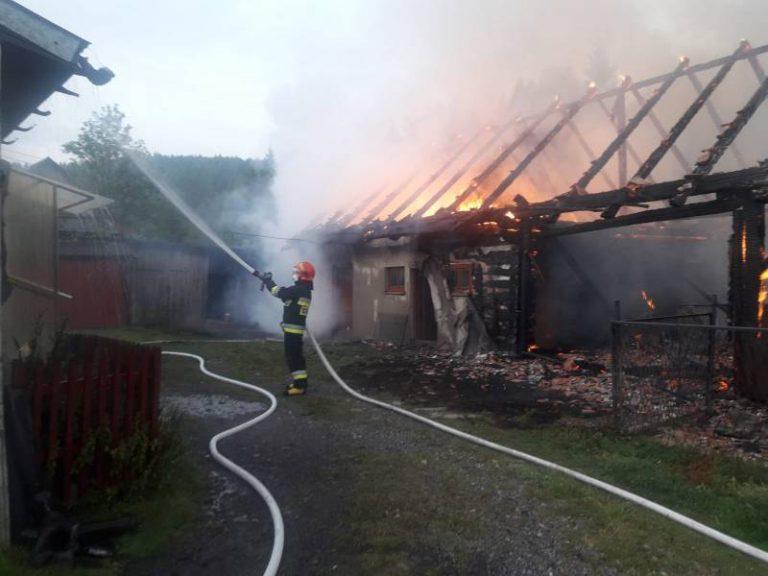 Pożar budynków gospodarczych. Części drobiu nie udało się uratować