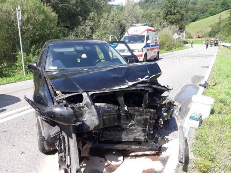 Lekarz najechał na wypadek i ruszył na pomoc. Dwie osoby w szpitalu