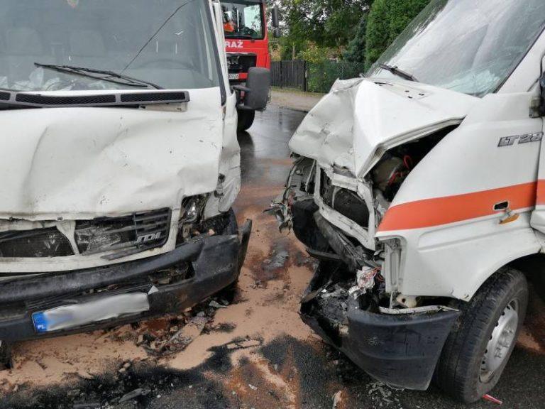 Podegrodzie: zderzyły się dwa auta dostawcze. Dwóch kierowców trafiło do szpitala