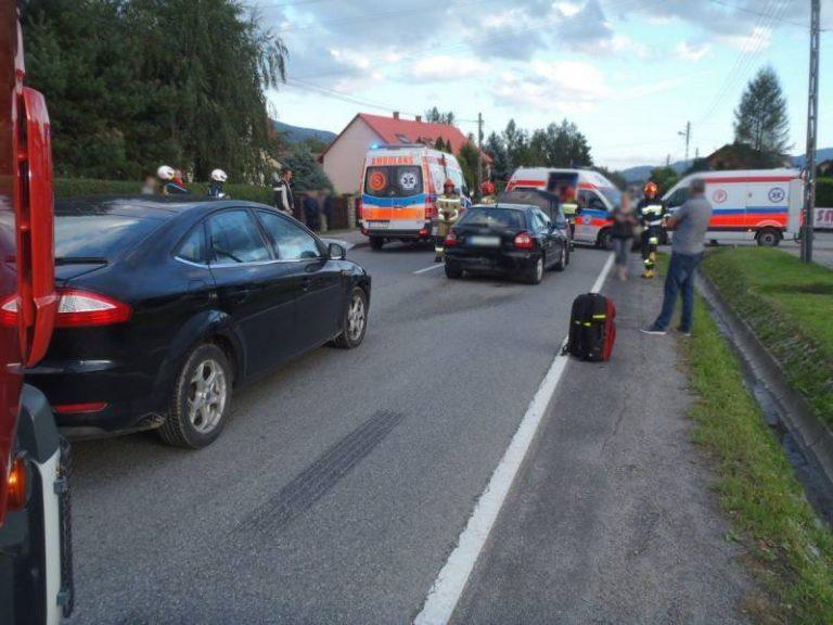 Dwa zdarzenia drogowe w tym samym czasie. Trzy osoby poszkodowane