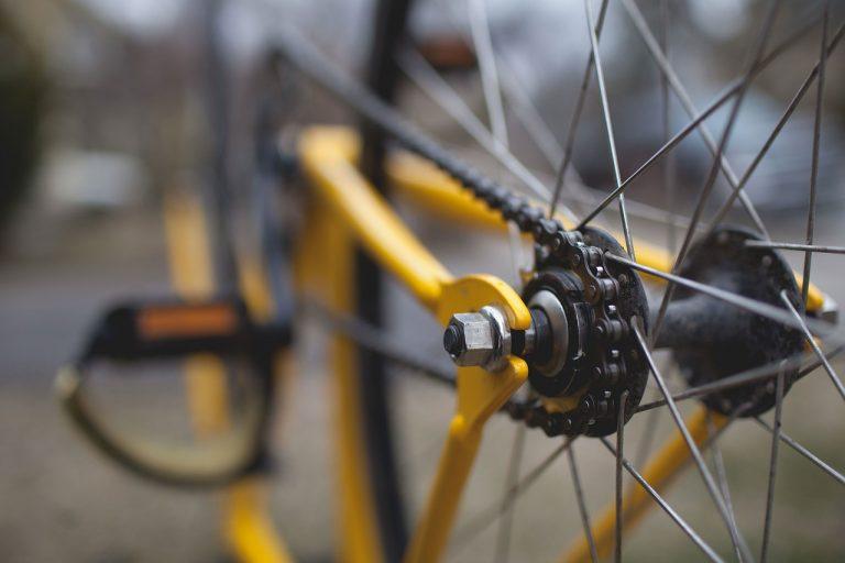 Łyczana: zderzenie motoroweru z rowerem. Nastolatek odpowie przed sądem