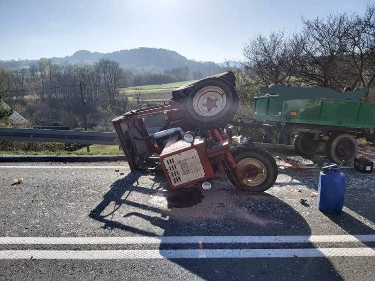 Stara Wieś: zderzenie samochodu dostawczego z traktorem. Jedna osoba w szpitalu
