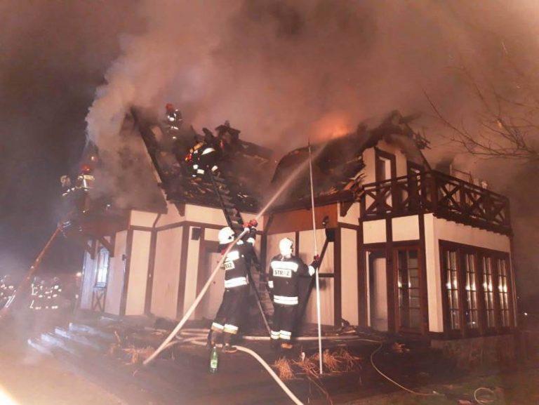 Świniarsko: pożar był trudny do opanowania. Działania trwały ponad 9 godzin [zdjęcia, film]