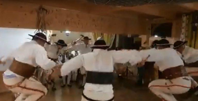 Ratownicy Grupy Podhalańskiej GOPR uczcili swój jubileusz tańcem zbójnickim [film]