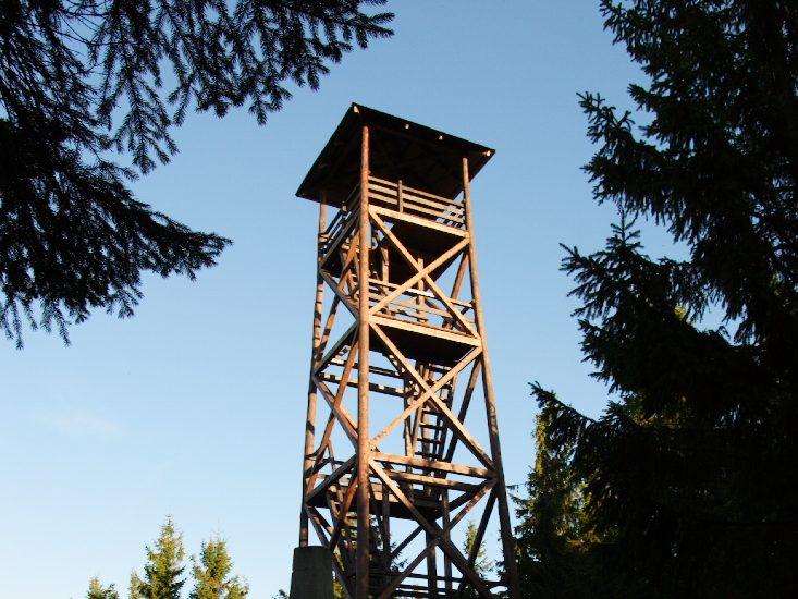 Wyścig z zimą! Budowa wieży widokowej na Radziejowej zbliża się do końca