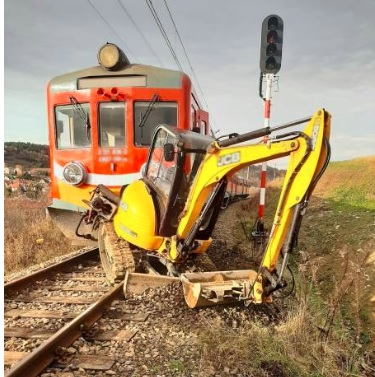 """Krynica-Zdrój. Pociąg uderzył w koparkę! """"Operator wyskoczył"""""""