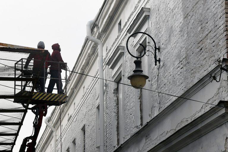 Nowy Sącz, ul. Wąska: te kamienice mają wyglądać inaczej. Jest nakaz nadzoru budowlanego!