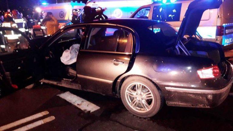 Nowy Sącz: Zderzenie osobówek. Jedna z poszkodowanych osób leżała na jezdni