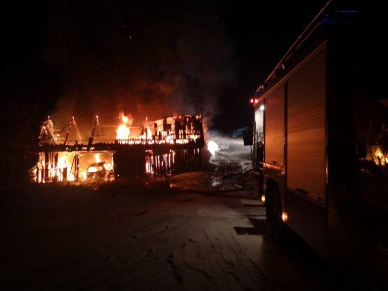 Piwniczna-Zdrój: płonął budynek gospodarczy, spaliły się dwa samochody