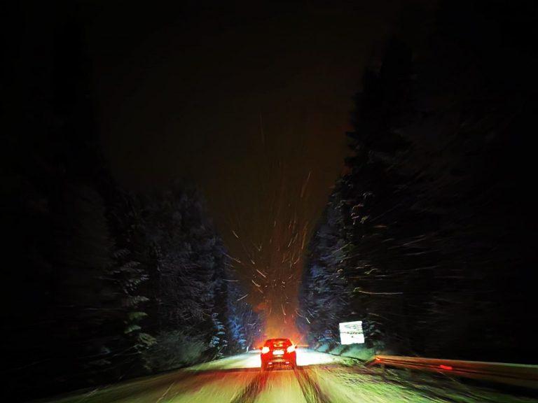 Sądecczyzna: trudne warunki na drogach. Zalegający śnieg i deszcz dają się kierowcom we znaki