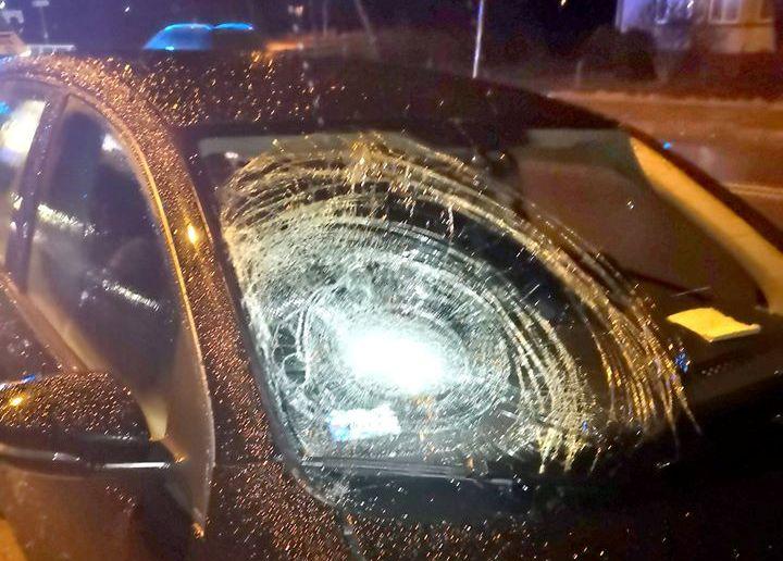 Brzezna: kobieta potrącona przez samochód trafiła do szpitala. Przechodziła przez jezdnię