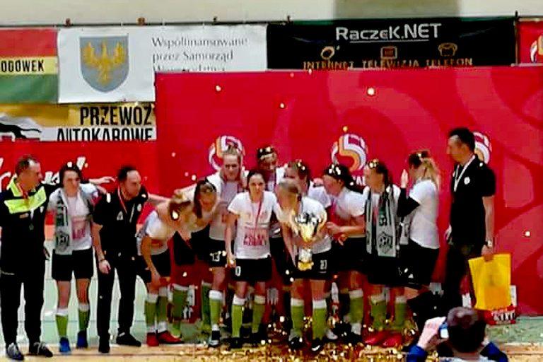 Młode piłkarki z Jelnej mistrzyniami Polski