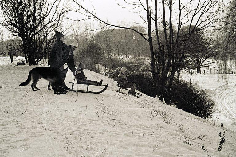 Zimy sprzed lat. Tęgi mróz i śnieżne tunele