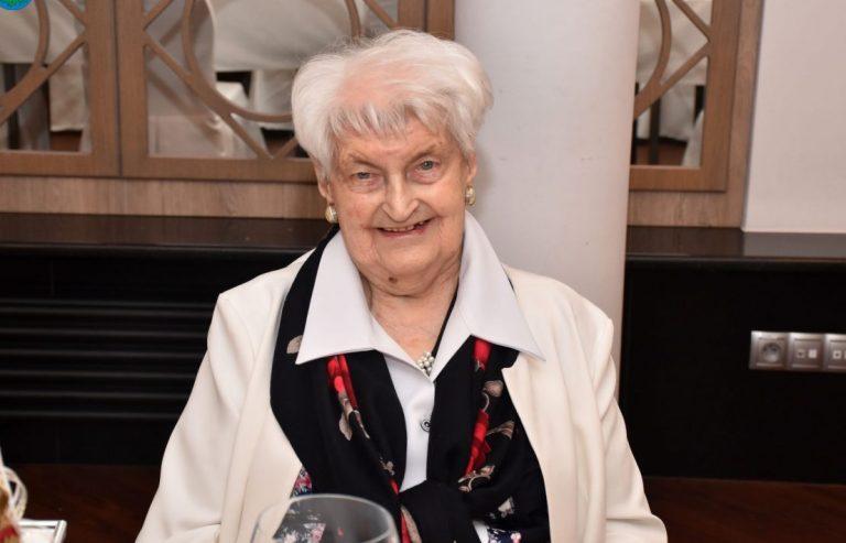 Sto lat pięknego życia! Życzymy Pani Zofii mnóstwo kolejnych lat w zdrowiu i wśród dobrych ludzi!