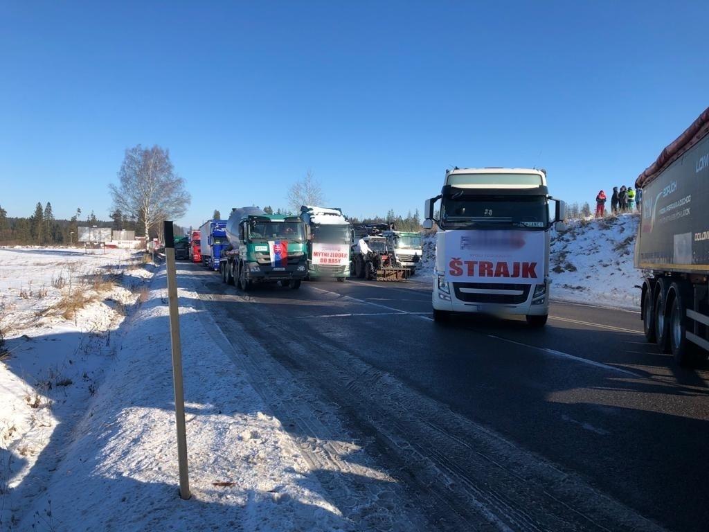 Ciężarówki blokują drogę na Słowacji