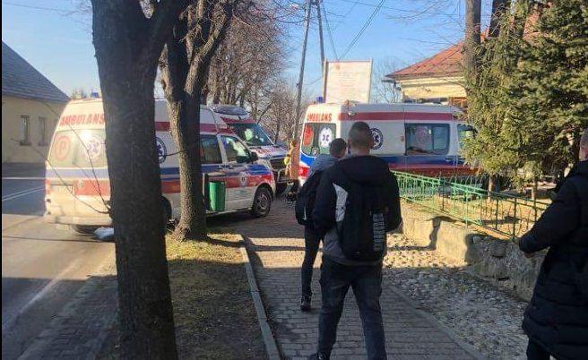 Stary Sącz: ewakuacja 95. uczniów i 7. pedagogów. W akcji strażacy, ratownicy medyczni i policjanci