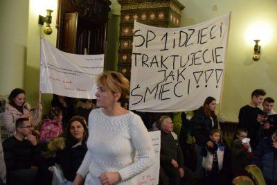 protest przeciwko likwidacji szkoły
