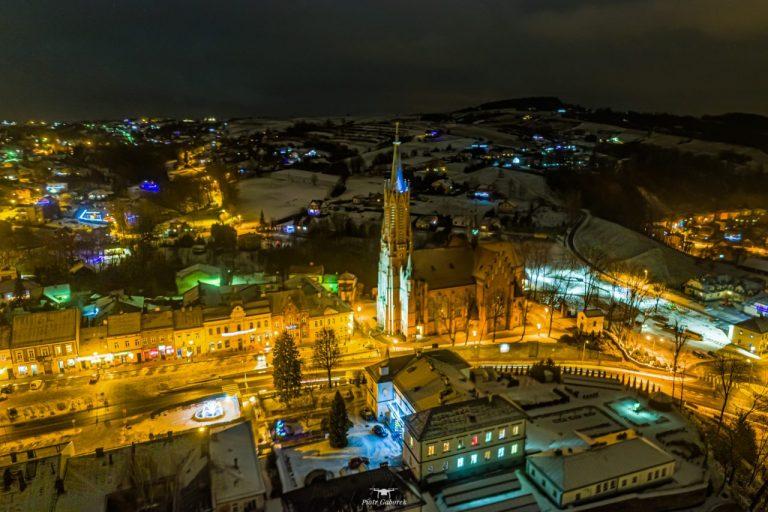 Tak wygląda Twoje miasto nocą. Grybów i Gorlice z lotu Piotra ;) [ZDJĘCIA]