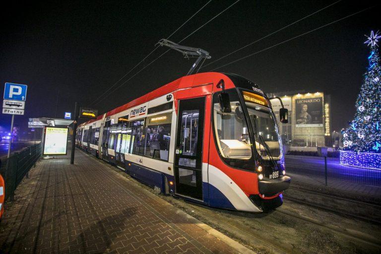Na tory wyjechał pierwszy w Polsce tramwaj bez motorniczego. To pojazd sądeckiego Newagu [FILM]