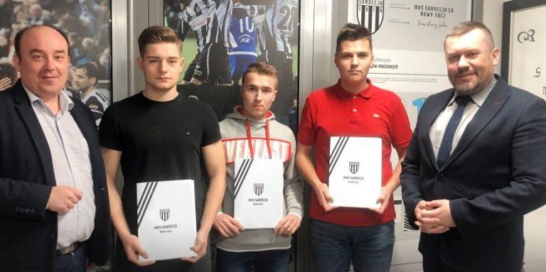 Sandecja. Młodzi piłkarze podpisali kontrakty!