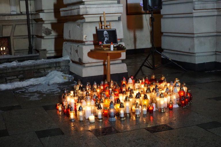 Nowosądeczanie zgromadzą się na rynku, by uczcić pamięć zmarłego prezydenta Pawła Adamowicza