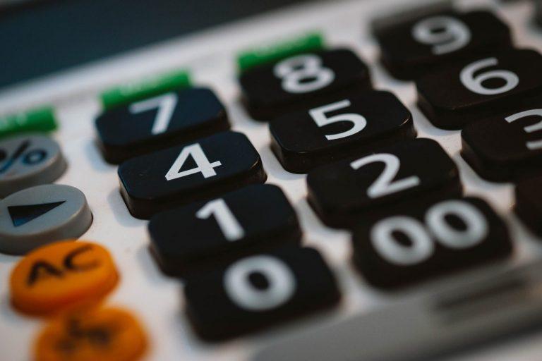 Mały ZUS – czy masz do niego prawo? Sprawdź w kalkulatorze on-line