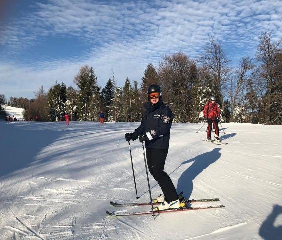 """""""Gliniarze"""" na nartach rozpoczęli patrole na beskidzkich stokach"""