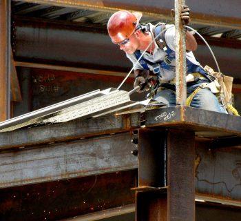 W 2020 roku pracownicy budowlani będą nadal poszukiwani
