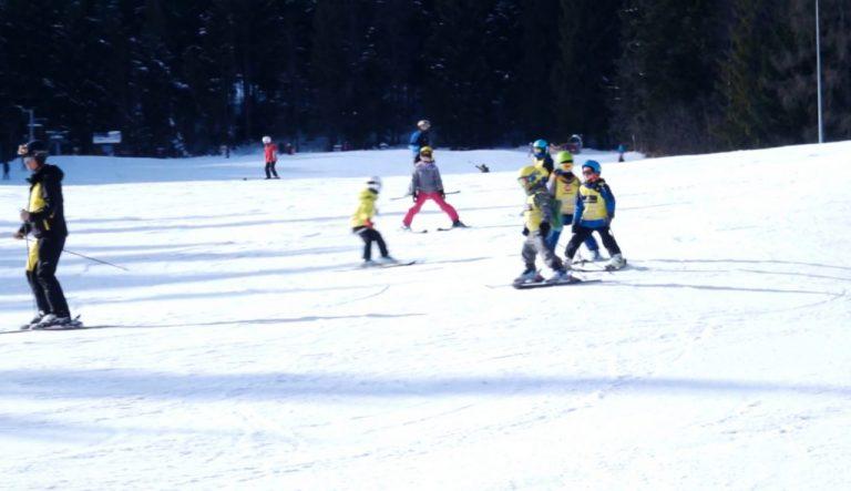 """Na nartach narażasz kolana, na snowboardzie nadgarstki. Zabezpiecz je! """"KRYNICA – BEZPIECZNA ZIMOWA STOLICA"""" – CZĘŚĆ IV"""