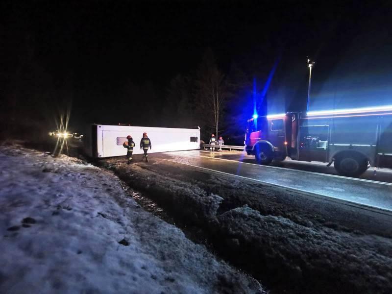 wypadek Krynica, autobus na drodze