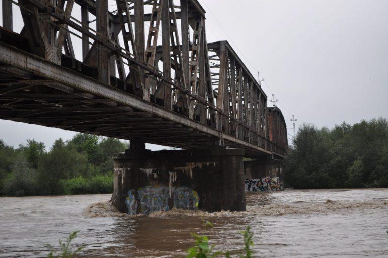 Policja: z mostu kolejowego nikt nie skoczył
