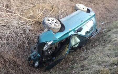DK 28: stracił panowanie nad pojazdem i znalazł się w rowie