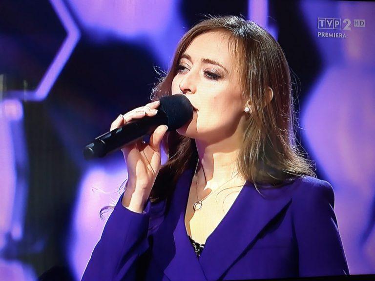 """Justyna z Nowego Sącza zachwyciła swym głosem w """"Szansie na sukces"""""""