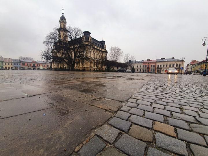 Nowy Sącz: koniec z postojem wokół ratusza. Parking zlikwidowany