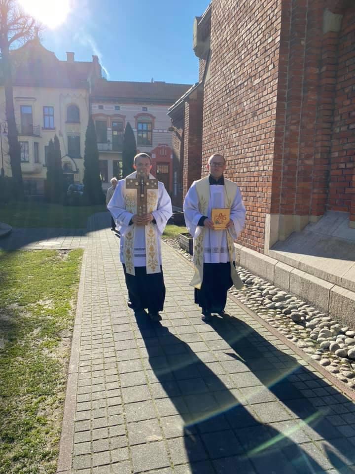 eucharystyczne Jerycho. Duchowni przeciw epidemii