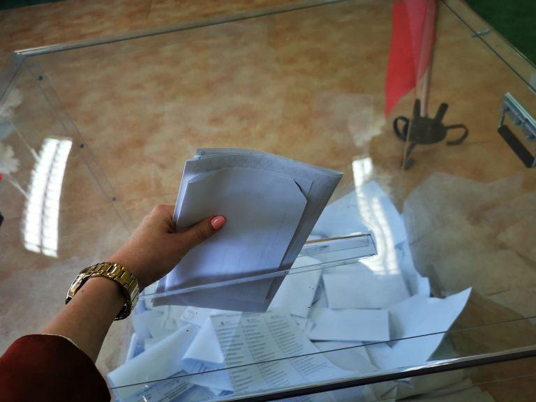 W Nowym Sączu 312 wakatów na członków obwodowych komisji wyborczych. W innych gminach podobnie