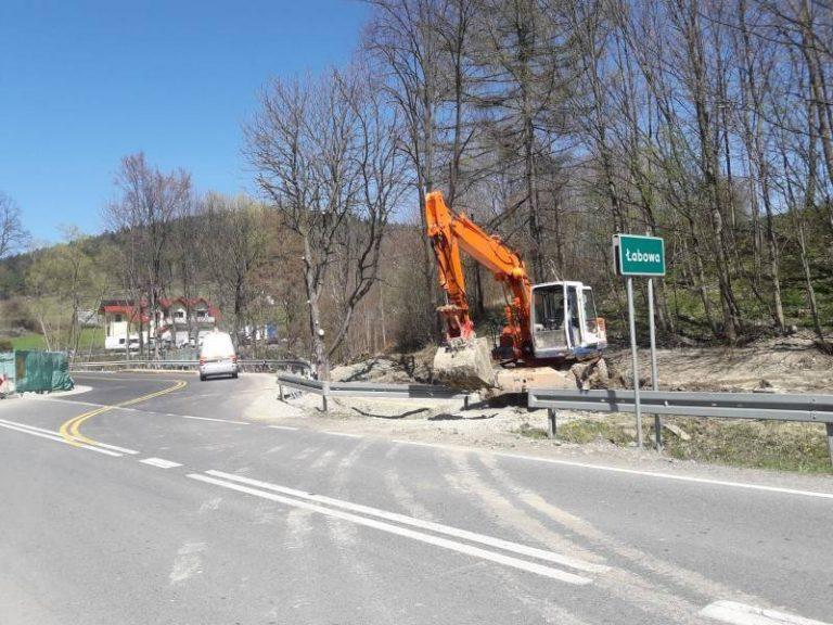 Łabowa: podczas prac ziemnych przerwano gazociąg. Droga krajowa była zamknięta