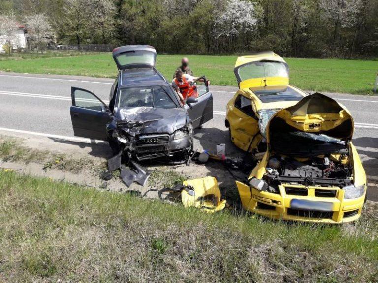 Barcice: dwa auta rozbite, dwie osoby w szpitalu