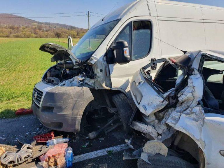 DK 75: zderzenie trzech samochodów. Dwie osoby w szpitalu