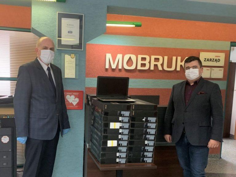 Prezent Mo-BRUKu dla uczniów korzeńskiej podstawówki