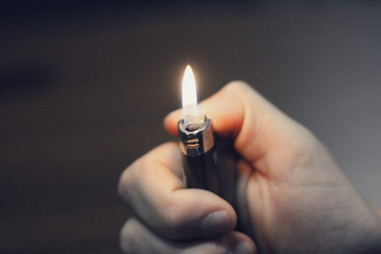 Limanowa: Podpaliła wycieraczkę. Od niej zapaliły się drzwi mieszkania